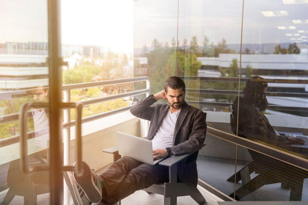 JAK PROWADZIĆ PROFIL FIRMY NA LINKEDIN? Career PRO Agent Kariery wspieramy w zmianach zawodowych profesjonalne CV manager szukanie pracy jak szukać pracy pomoc w szukaniu pracy dla managerów manager zmiana pracy