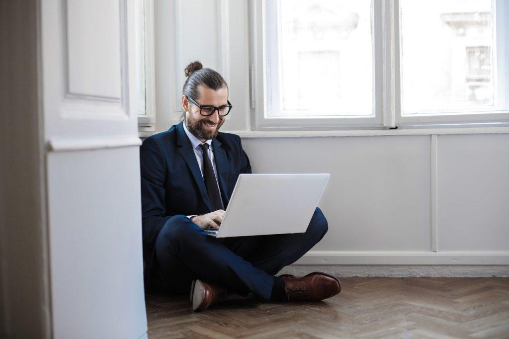 JAK ZARZĄDZAĆ ZDALNYM ZESPOŁEM Career PRO Agent Kariery wspieramy w zmianach zawodowych profesjonalne CV manager szukanie pracy jak szukać pracy pomoc w szukaniu pracy dla managerów manager zmiana pracy